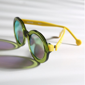 Grandeur et mesure: la monture soleil Rota d'Henau Eyewear