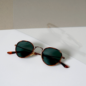 Lesca Lunetier: créateur de lunettes intemporelles depuis les années 60