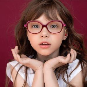 ENFANTS : CORRIGER LA MYOPIE SANS L'AGGRAVER ? C'EST POSSIBLE !